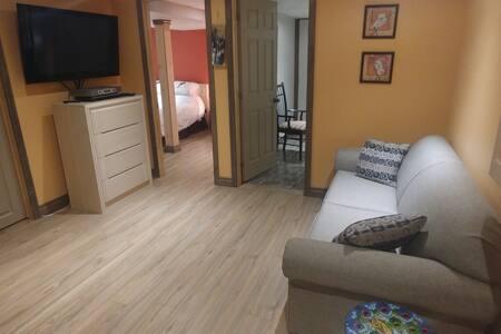 2 Chambres, salon et salle de bain privé en campag