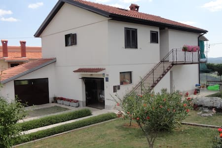 Charming and Quiet Apartment Fabris - Roč - Lejlighed