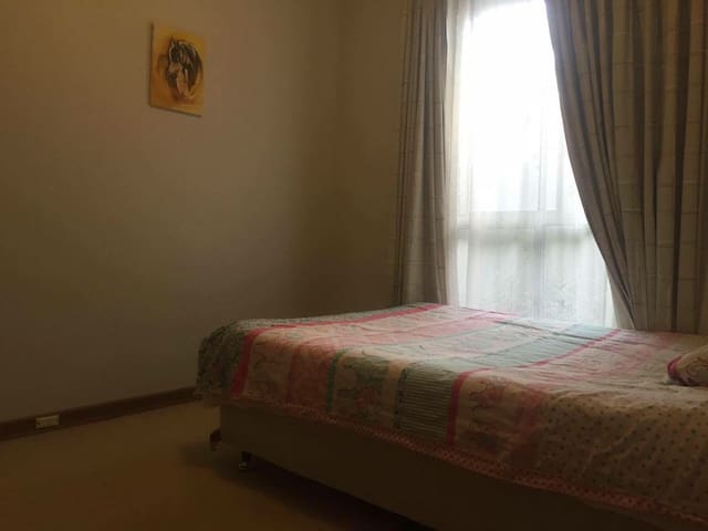 Great room next to garden city shop - Booragoon - Casa