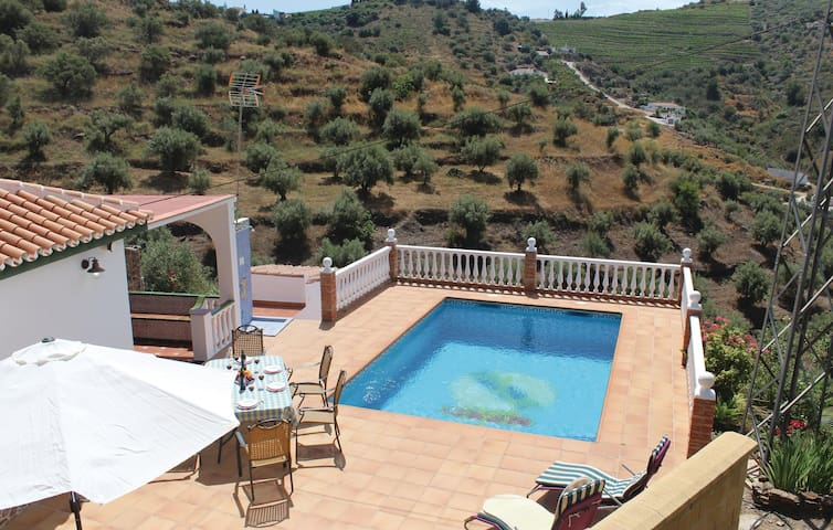 Holiday cottage with 3 bedrooms on 77 m² in Torrox Costa