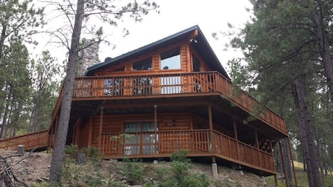 The Reinerheim Cabin 18 miles from Mt. Rushmore