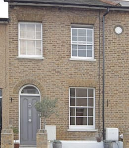 Sunny Room with Garden Views - Brentford - Bed & Breakfast