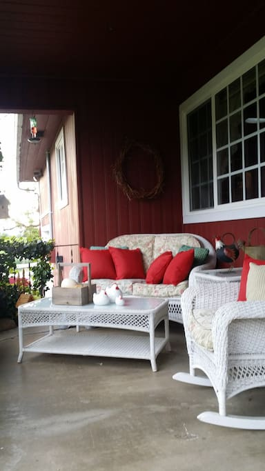 Front porch...Great for relaxing & chatting