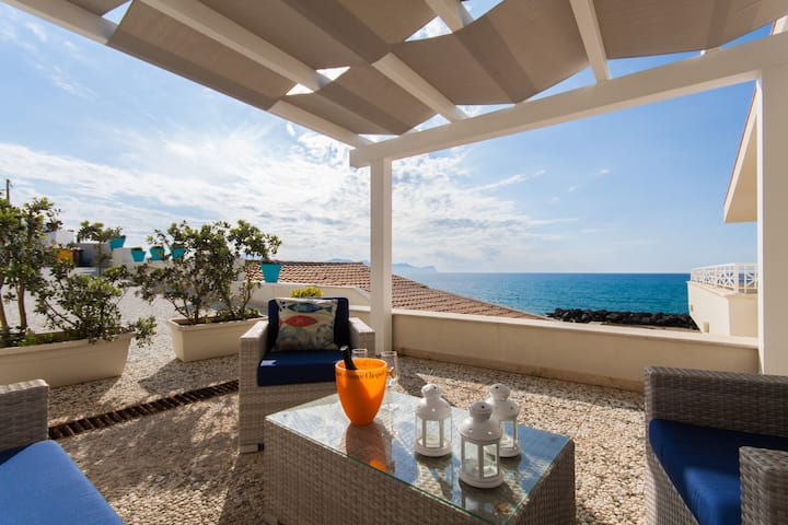 Apartment with 3 bedrooms in Piano di Trappeto, with wonderful sea view, furnished terrace and WiFi - 1 m from the beach