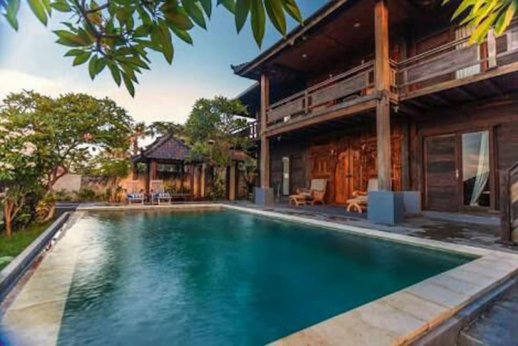 wide private pool,with nice water