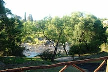 vista al río desde la piscina