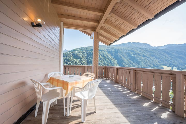 Cozy Apartment Orchidee with Mountain View, Wi-Fi, Sauna, Terrace & Balcony; Parking Available
