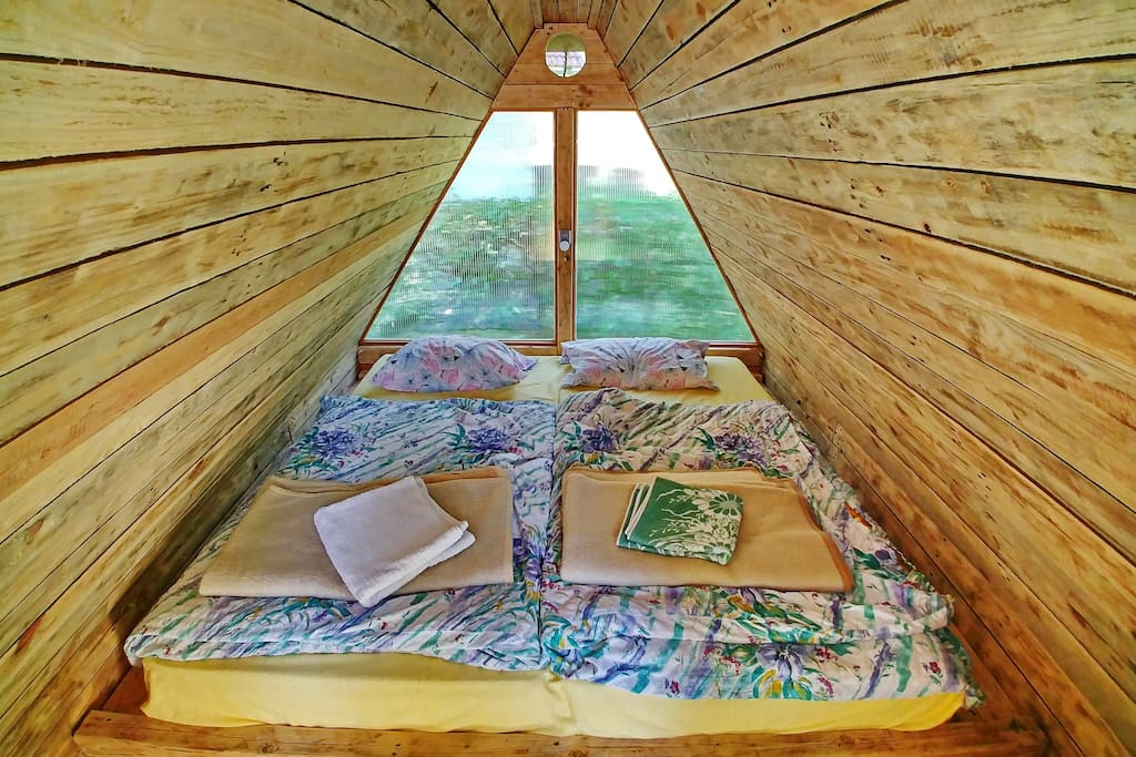 Romantic glamp house - double bed