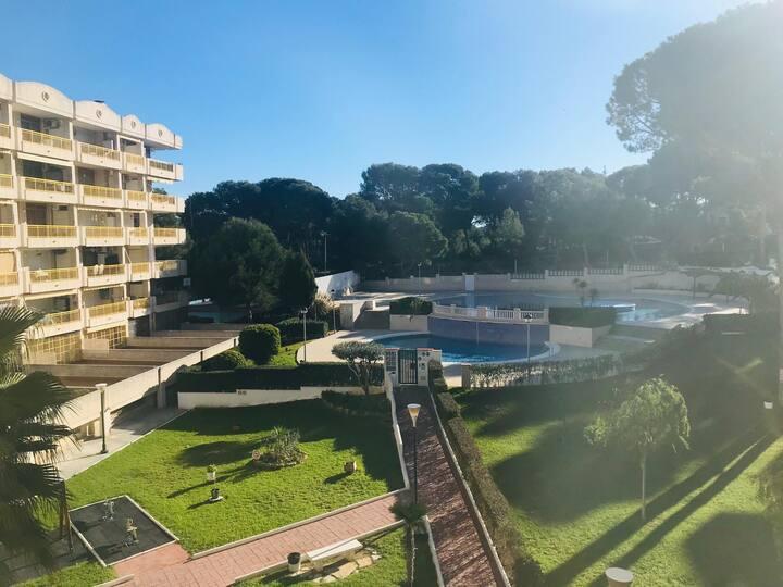 Apartamento con buenas vistas a la piscina!!!
