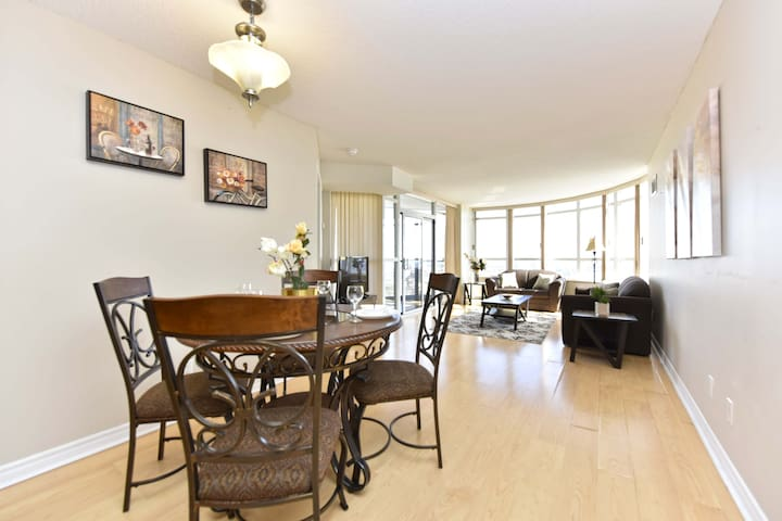 Very Beautiful Lakeview 2 BR Condo {Square ONE}