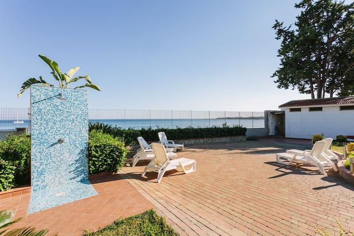 "Beach front, Villa ""Calliope"" - Blue apartment"