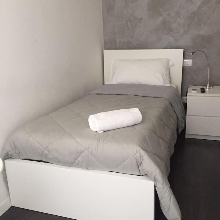 Singola con A/C bagno privato sterno Roma Termini