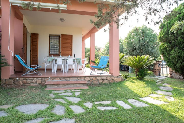 With large garden and in quiet location - Villetta Ginepro