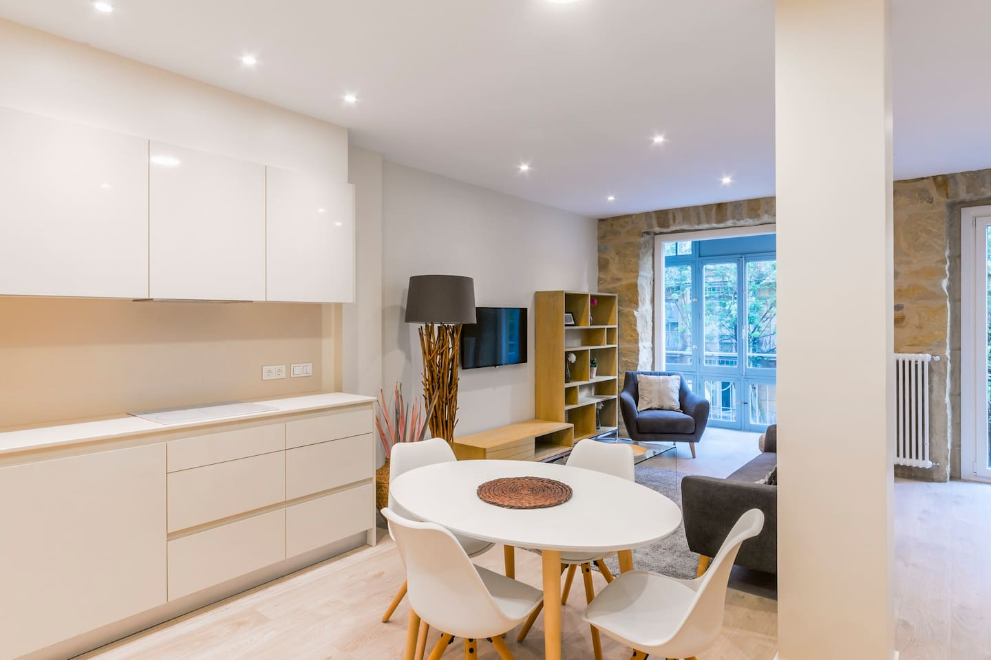 Muebles Riu San Sebastian - Apartamento Bellas Artes 1 Apartments For Rent In Donostia [mjhdah]https://a0.muscache.com/im/pictures/50825187/a78afd96_original.jpg?aki_policy=xx_large