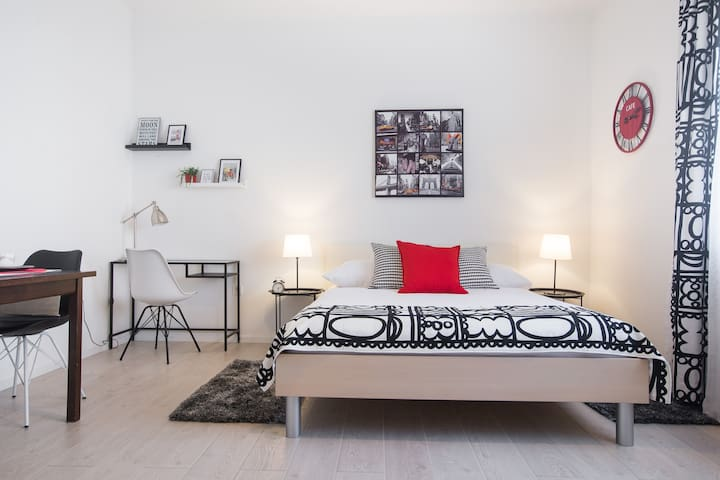 ★Bright Clean Chic Studio with a Touch of Luxury★