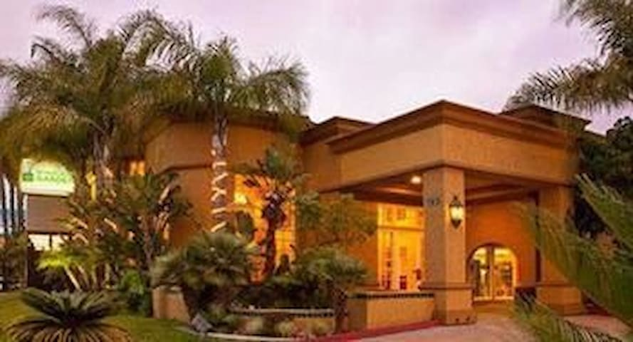 Modern  San Diego  Suites