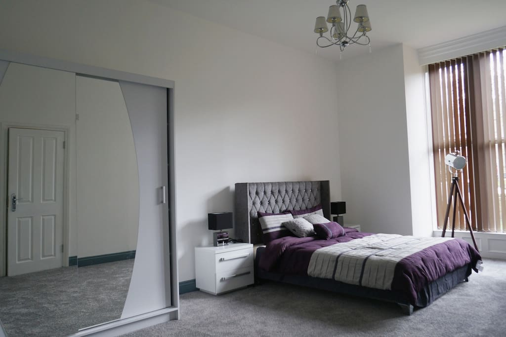 Deluxe King Size Bedroom Rm7