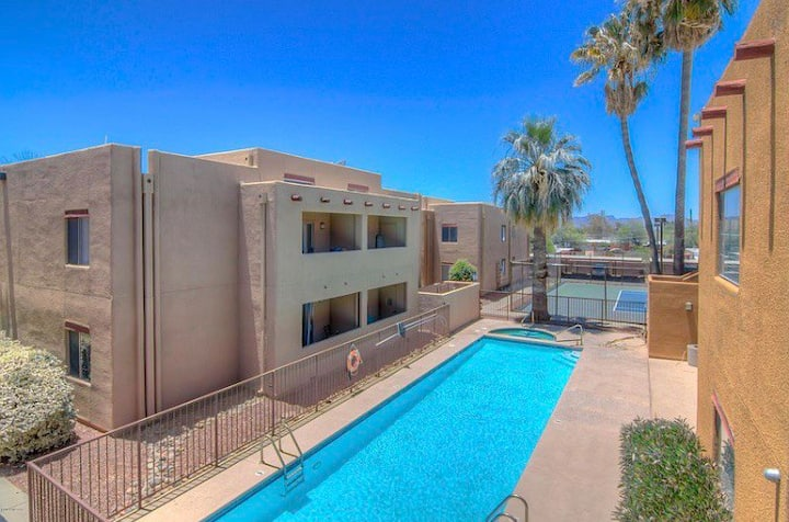 Condo-Central,Tennis, Pool View,5 min UofA+UMC/TMC
