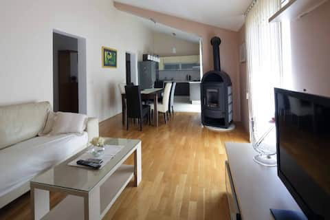Spacious apartment in center,2 bedrooms, sea view