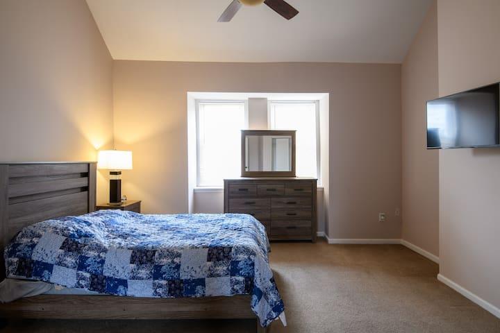 Bedroom    3 (Queen Size) - third floor