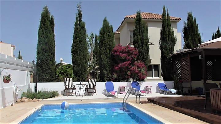 Villa Kiveli - excellent location, private pool