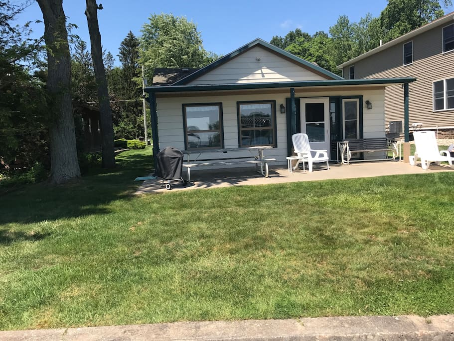 Cozy home on magician lake houses for rent in dowagiac for 3 4 houses in michigan
