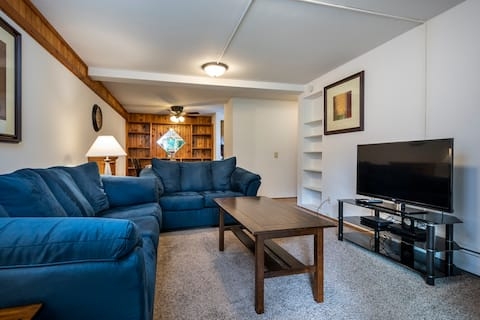Private 2BR Apartment Centrally Located in Madison