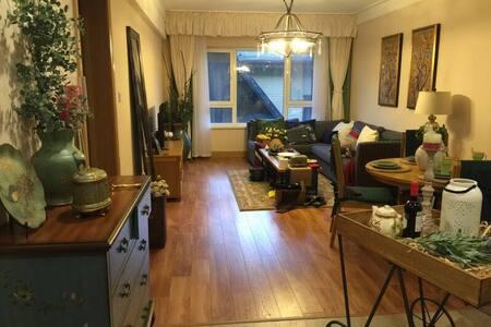 豪华大气,尊享艺术品位,阳台雪景尽收眼底,是青山公寓顶级配置。 - Jilin