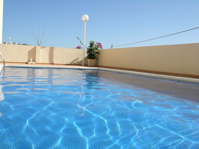 Ground floor apartment, wifi, BBQ, communal pool