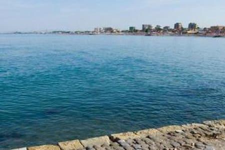 lo spiffero sul mare etrusco (porta bene bagnarsi) - Lido di Tarquinia - Casa