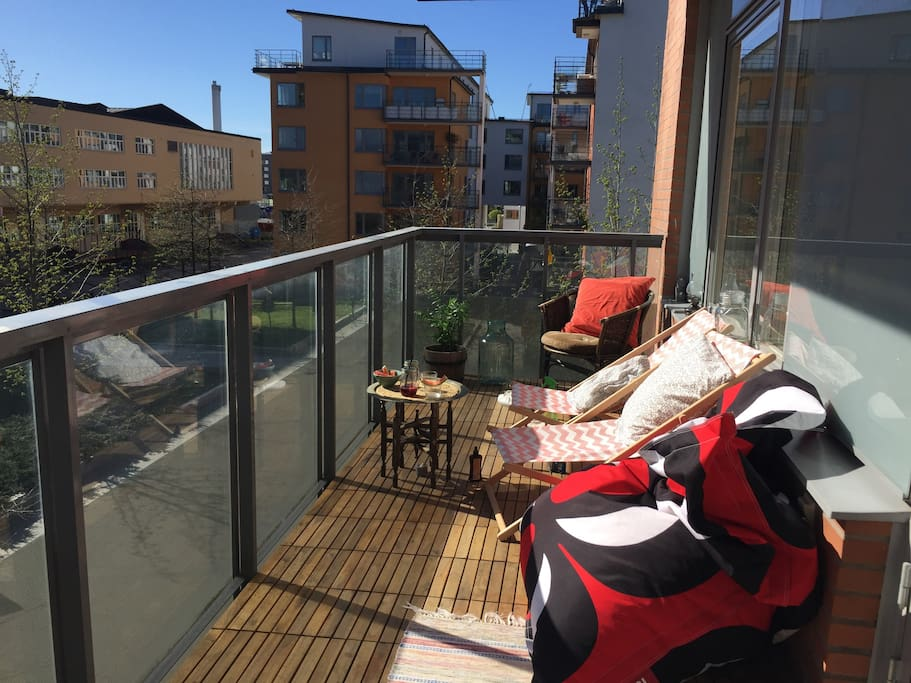 Amazing 12 square meters balcony. Sun from 12 am to 8.30 pm.