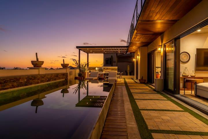 Casa 3 Amigos - 5BR/4.5BA Arch View Luxury Villa
