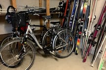 Ski and bike cellar that you can use to store your bikes or ski quipment.