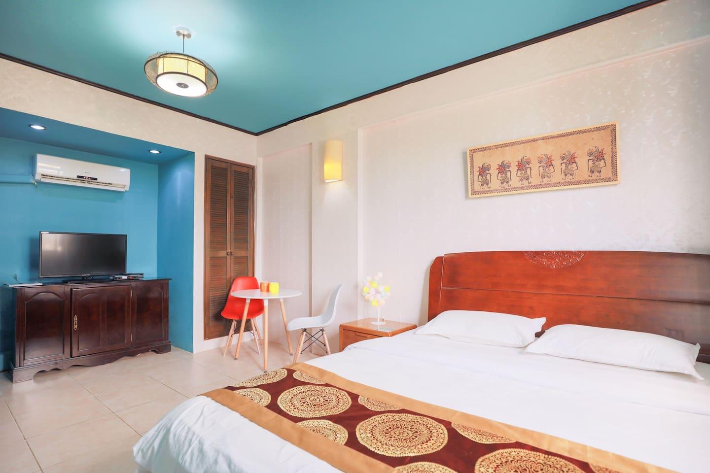 宽敞温馨的卧室