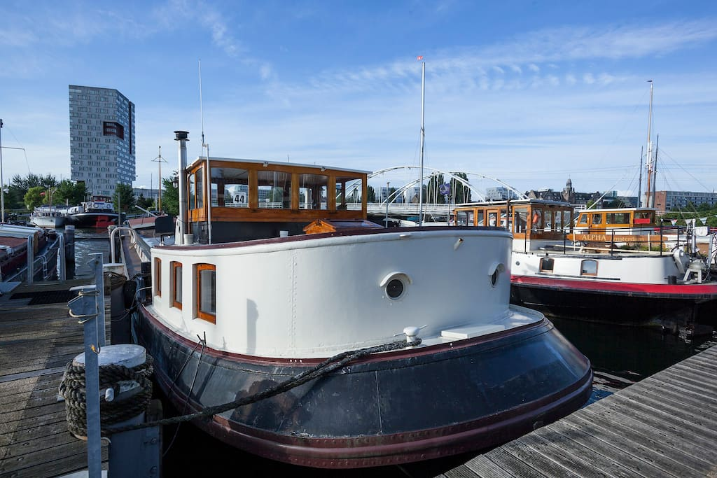 Cosy comfortable houseboat close to city centre boats for Airbnb amsterdam houseboat