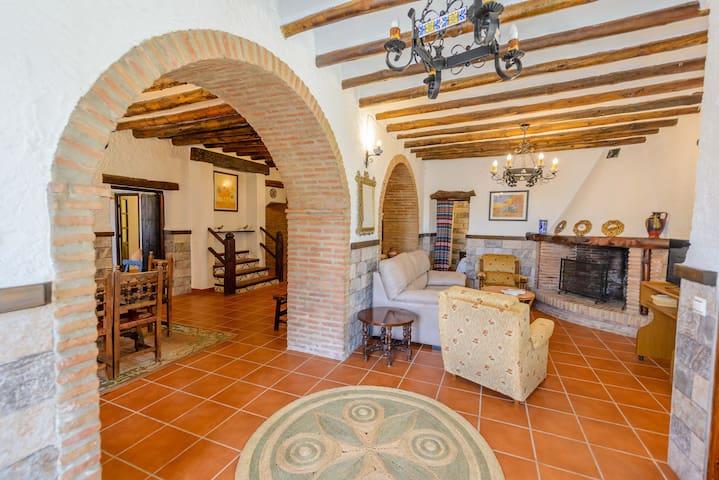 Casa Rustica en Alcaucín El Pilarillo
