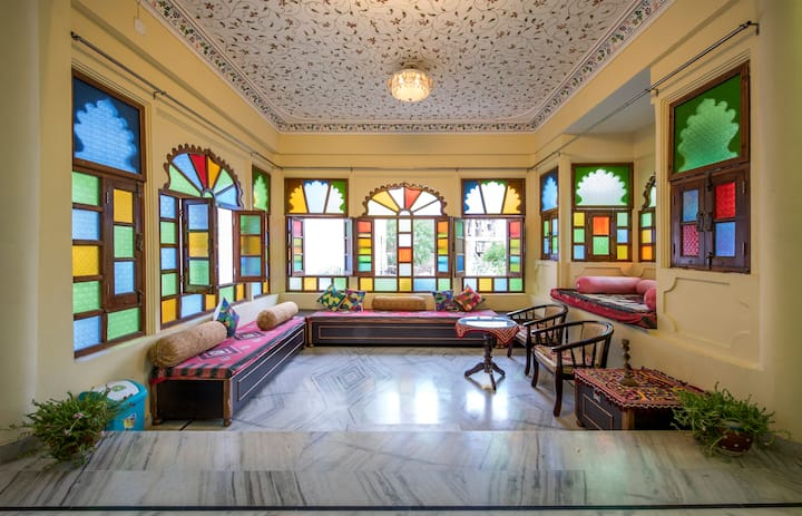 5 Decent Bedrooms Adjacent to City Palace