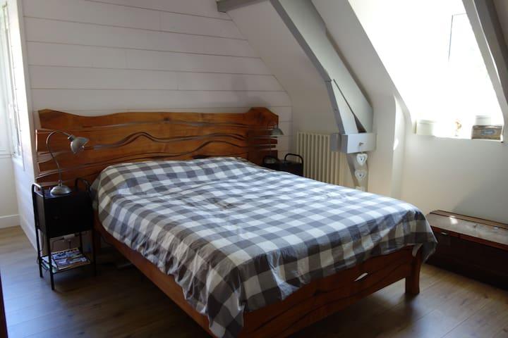 Jolie chambre avec vue Pyrennées - Lée - Hus