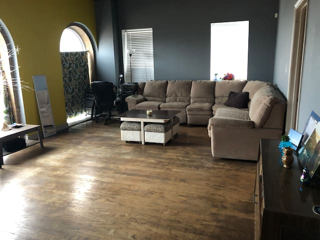 Urban Central Downtown CC Shared Apartment w/ View