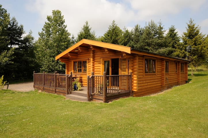 Carnoustie self catering log cabin with hot tub chalet for Persiane delle finestre di log cabin