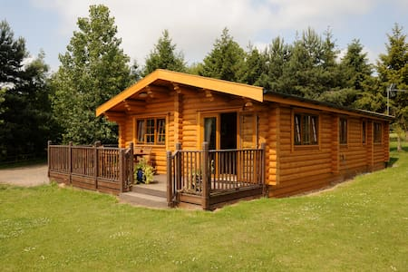 Carnoustie - self catering log cabin with hot tub - Suffolk