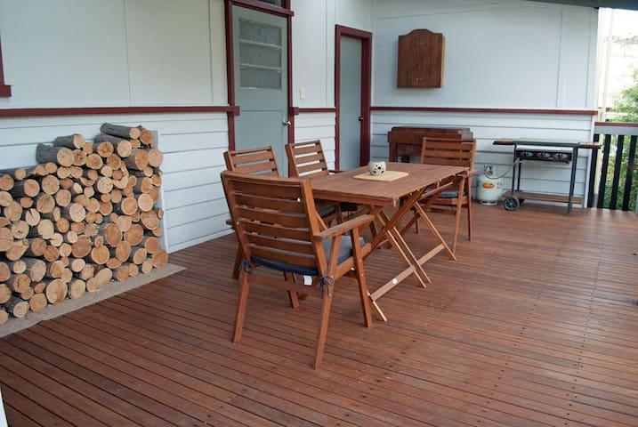 JJ's Omeo Accommodation Cottage - Omeo - Byt