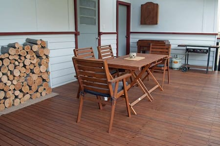 JJ's Omeo Accommodation Cottage - Omeo