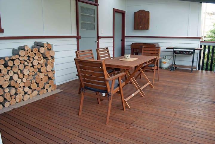 JJ's Omeo Accommodation Cottage