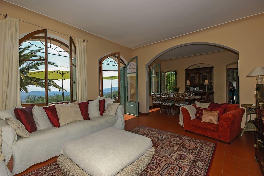 Spacious living room .