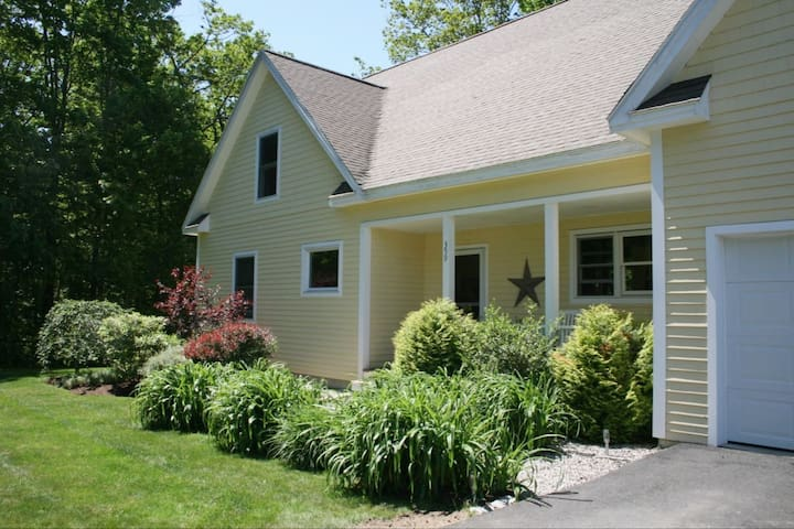 Beautiful home in Kennebunkport, 1 mile to beach