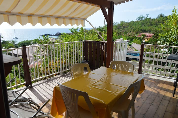Bungalow with 2 bedrooms in Bouillante, with wonderful sea view, furnished terrace and WiFi - 100 m from the beach