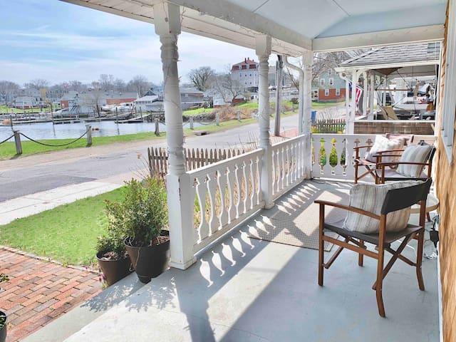 Waterfront Pawtuxet Village Cottage 1st Floor