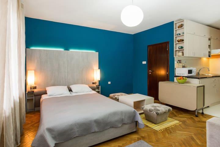 YEVREM, cozy studio-apartment in Belgrade center