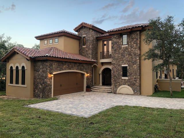 Ferretti - Mediterranean Villa - Private Suite
